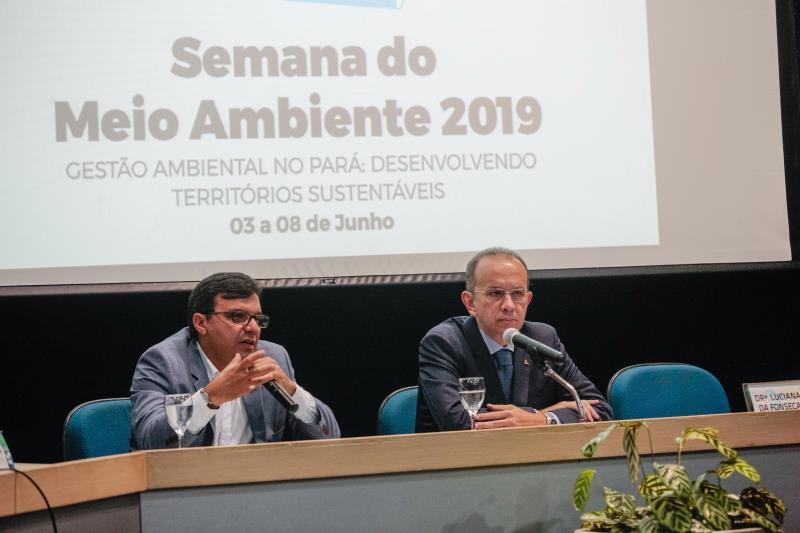 O titular da Semas, Mauro Ó de Almeida (e), e o presidente da Fiepa em exercício, José Fernando Gomes, abriram a programação