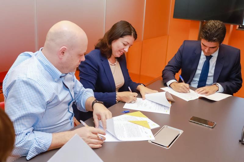 O acordo de cooperação técnica com o Instituto Lemann foi assinado pelo governador Helder Barbalho (d) em São Paulo