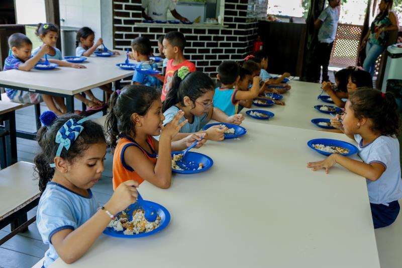 Além das hortas escolares, a Prefeitura de Belém reforça essa alimentação saudável, fornecendo uma merenda escolar de qualidade, em todas as 197 escolas municipais, para mais de 70 mil estudantes