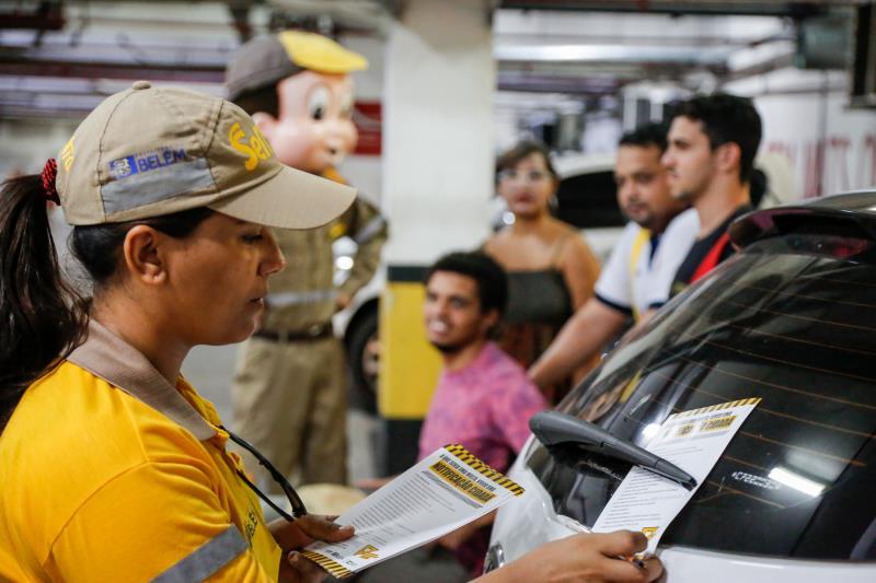 Com a notificação cidadã os agentes da Semob ensinam condutores sobre o papel deles na garantia de um trânsito humanizado
