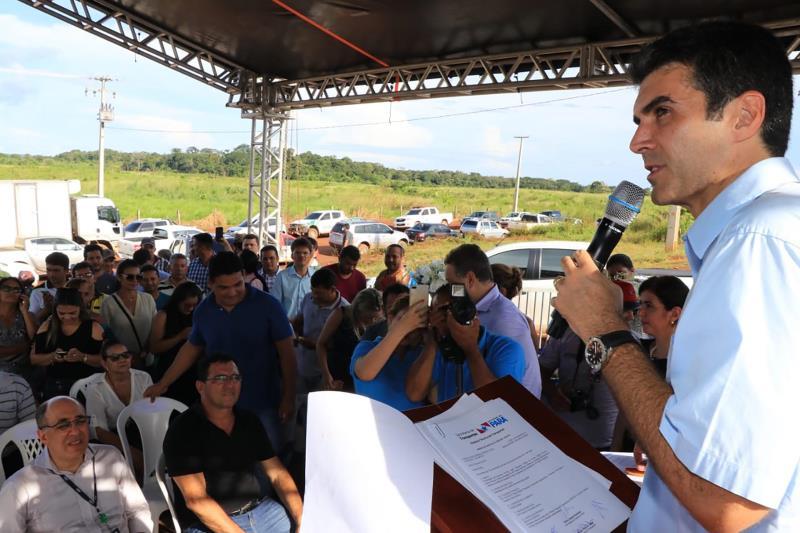 Aos moradores de Alenquer, Helder Barbalho disse que o investimento do Estado na região visa promover a integração da região da Calha Norte