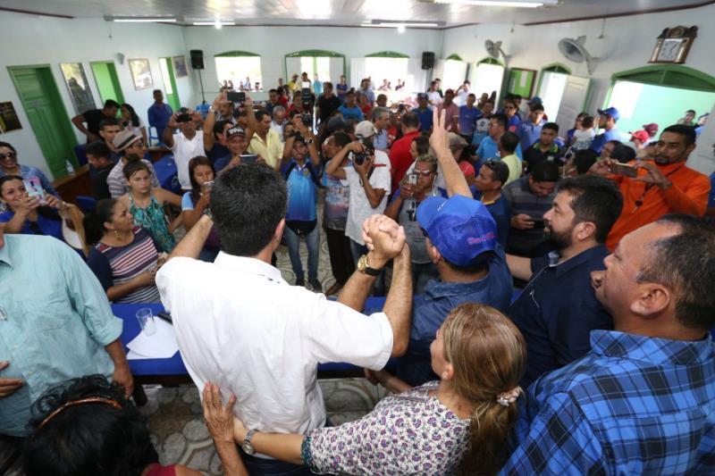 Autoridades locais e lideranças sociais foram à Câmara Municipal de Óbidos assistir à assinatura da Ordem de Serviço