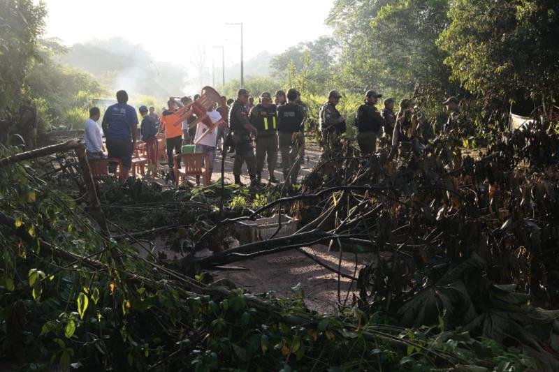 A Polícia Militar do Pará realizou, na manhã deste domingo (2), a operação de desobstrução da estrada que dá acesso ao Aterro Sanitário do município de Marituba, na Região Metropolitana de Belém.  FOTO: FERNANDO ARAÚJO / AG. PARÁ DATA: 02.06.2019 MARITUBA - PARÁ