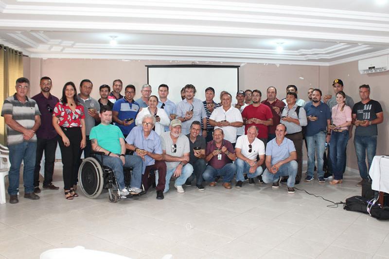Vinte dois produtores e industriais reuniram-se em Castanhal para criar a cooperativa.