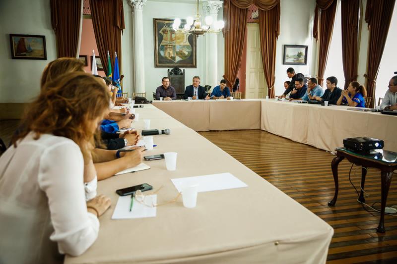O encontro é uma iniciativa da Prefeitura de Belém com o objetivo de buscar soluções para o problema do lixo.