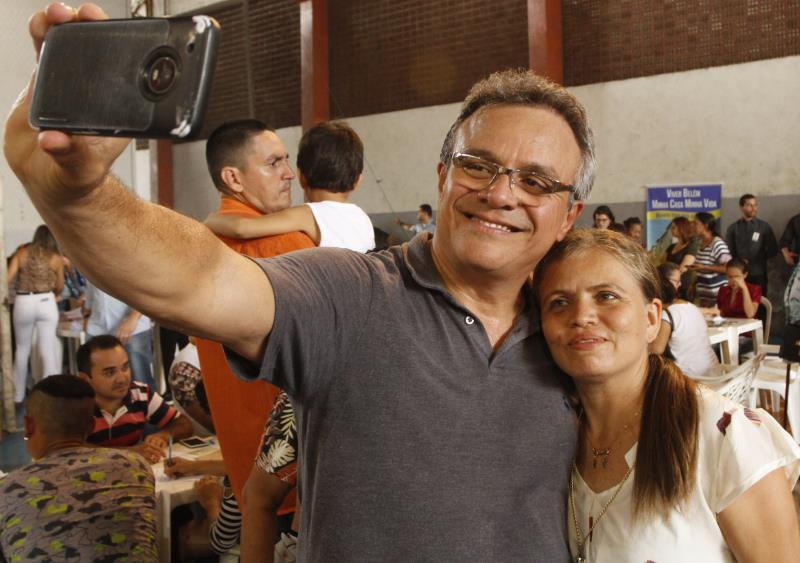 "2019.06.07 - PA - Belém - Brasil: Prefeito Zenaldo Coutinho participa de assinatura de contratos dos beneficiários do residencial ""Quinta dos Paricás"" no ginásio Altino Pimenta."