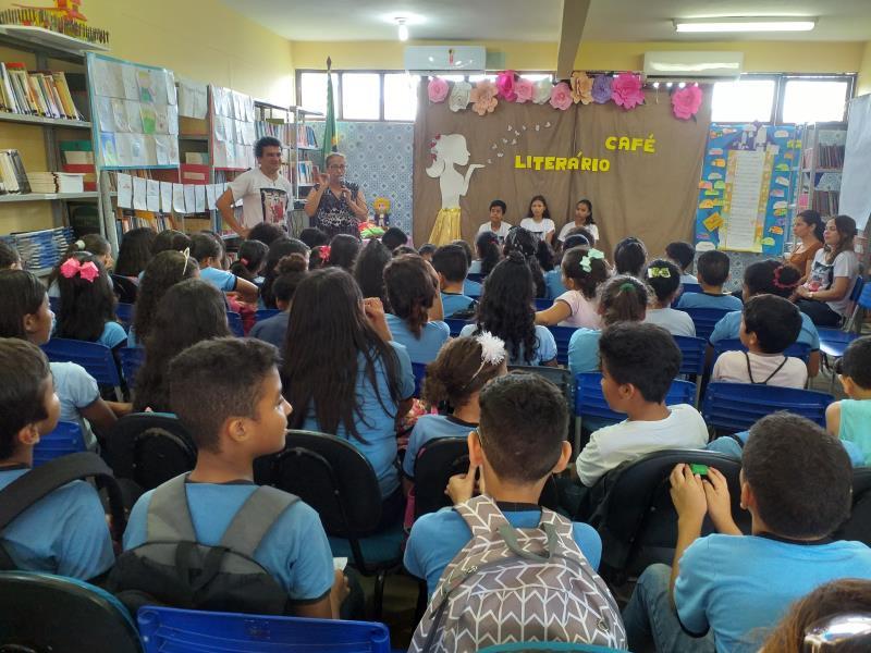 Cerca de cerca de 180 alunos participaram do Sarau Matinal