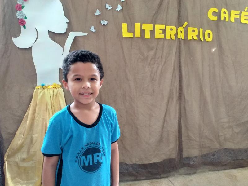 """O aluno Miguel Araújo, de 7 anos,  contou que é muito fã do livro """"O Pequeno Príncipe"""""""