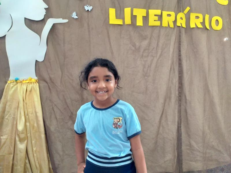 Mikelly Martins adora ler e disse que depois de participar do Sarau,a  leitura dela melhorou