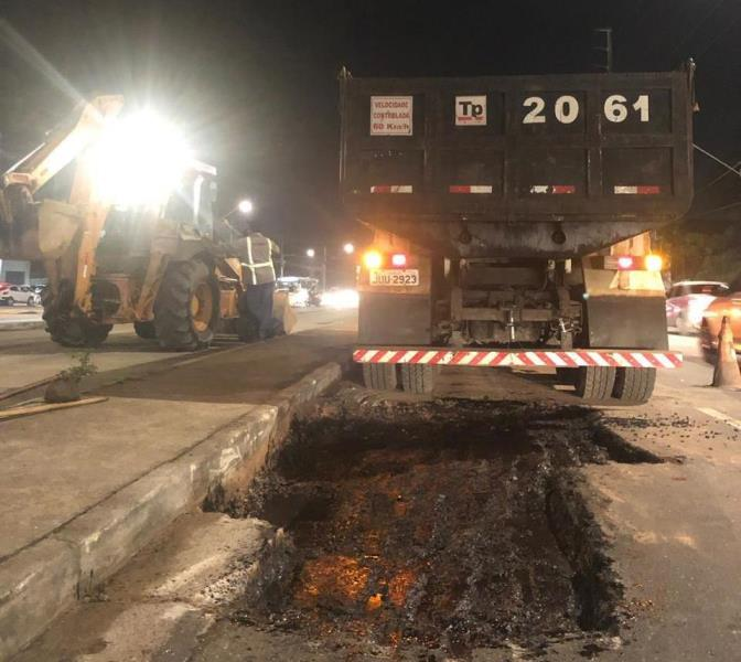 Esta é a segunda vez que a avenida recebe o mutirão de pavimentação asfáltica da operação tapa-buracos.