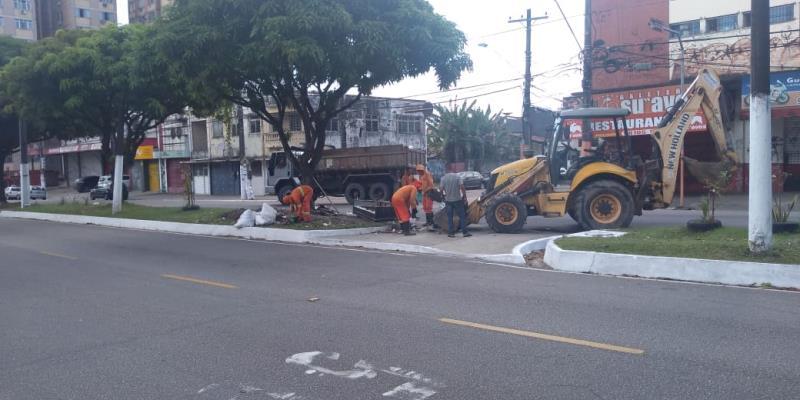 Na avenida Pedro Miranda o lixo foi recolhido logo no início da manhã.