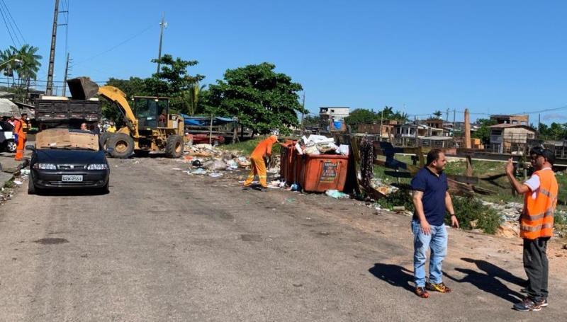 No canal São Joaquim foi executado limpeza com máquinas e limpeza manual com a retirada do lixo  as margens do canal.