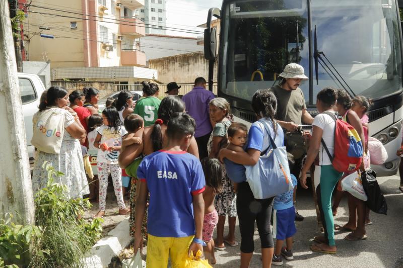 A Prefeitura de Belém garantiu também o transporte dos indígenas para o novo abrigo
