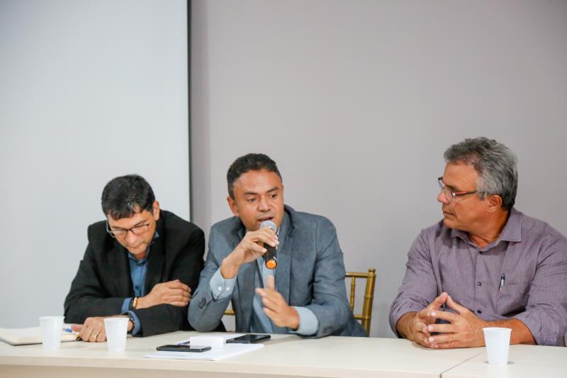 """""""Por mais que se chegue a uma solução paliativa neste momento, precisamos também de uma solução final"""", disse Esmaily Bastos"""