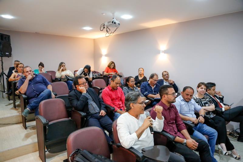 A  reunião contou com a presença de integrantes de diversos órgãos.
