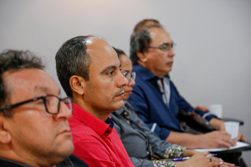 Os integrantes do grupo de trabalho acompanharam atentos a discussão sobre o destino do lixo.