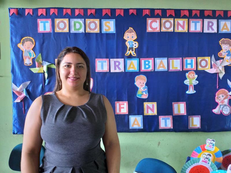 """""""Nós formamos cerca de 110 profissionais da educação de 37 unidades educacionais que vão continuar disseminando as informações de combate ao trabalho infantil através de atividades pedagógicas"""", Karina Bordalo, coordenadora do Centro de Formação de Professores."""