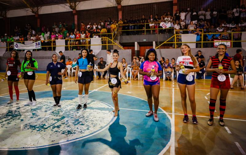 A Prefeitura Municipal de Belém, por meio da Secretaria Municipal de Educação (Semec), promoveu na noite desta terça-feira, 11, a abertura oficial do V Festival de Futsal da Educação de Jovens e Adultos (EJA) e do Programa Nacional de Inclusão de Jovens (Projovem)