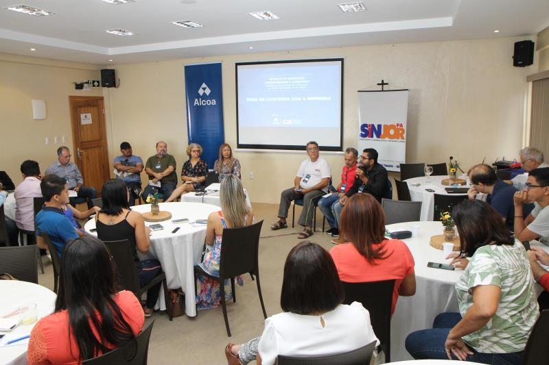 A roda de conversa reuniu jornalistas, radialistas e professores da área de Comunicação. Foto: Alcoa Juruti