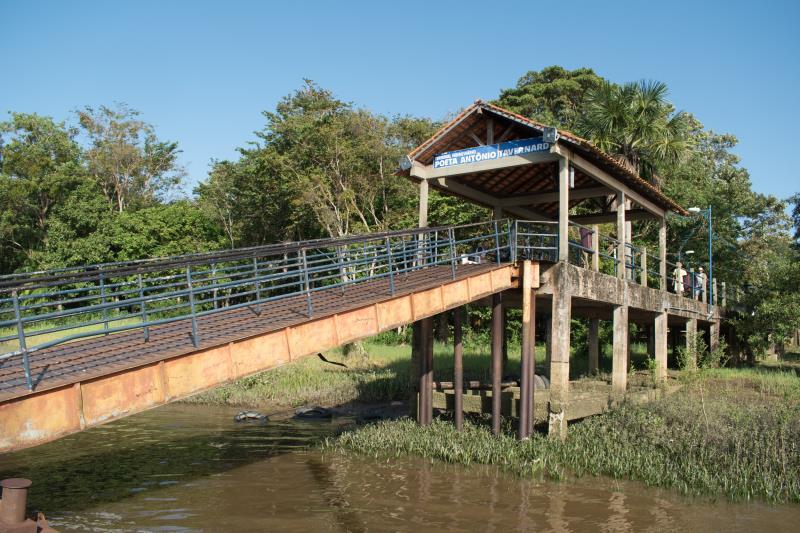 Do outro lado da baía do Guajará, a embarcação chega ao terminal hidroviário Poeta Antônio Tavernard, na ilha de Cotijuba