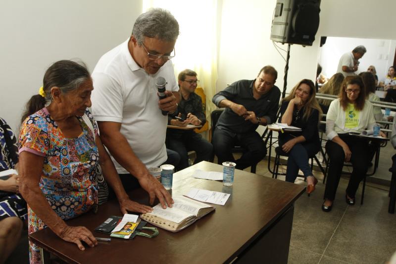 O prefeito Zenaldo Coutinho comandou a reunião entre a Prefeitura de Belém, as secretarias municipais e as lideranças comunitárias do bairro da Cremação