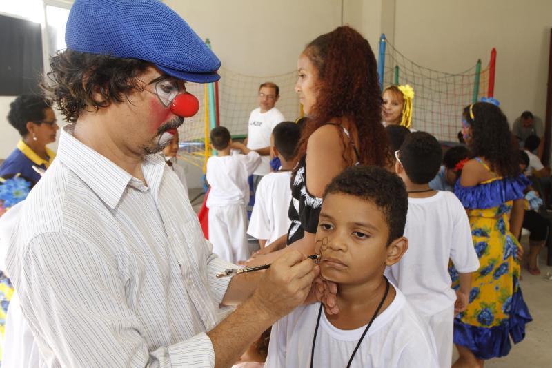 Secretaria de Educação proporcionou recreação, como pintura artística às crianças
