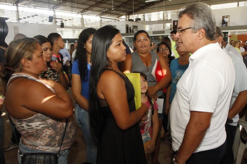 O prefeito Zenaldo Coutinho foi recebido pelos moradores do bairro na Cremação