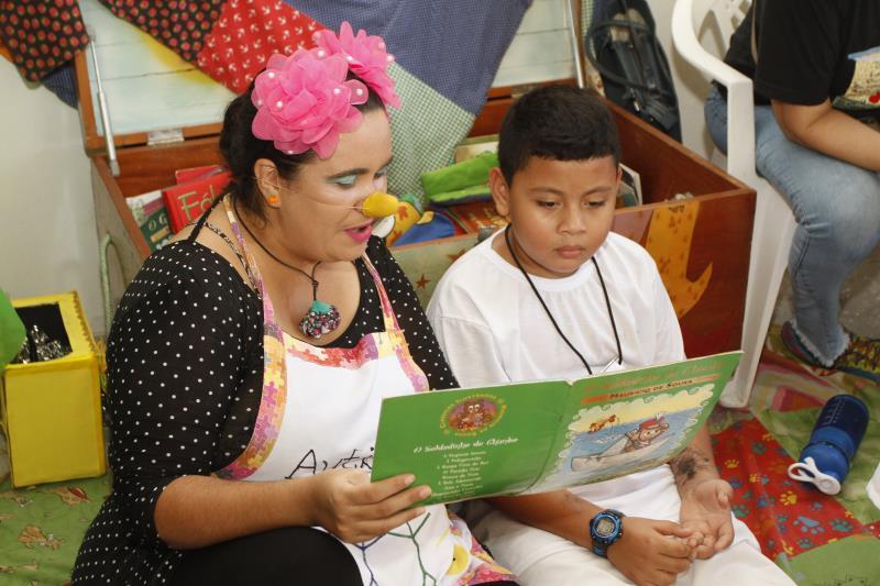 A Semec está com atividades lúdicas e de leitura no Prefeitura no Bairro