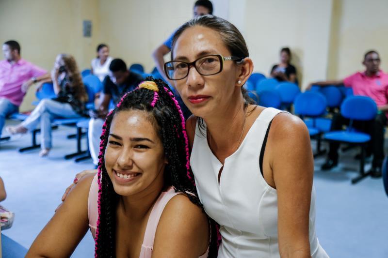 A motivação para participar dos cursos é de família. Zenilda Barata, de 47 anos, e a filha, Íris Silva, de 22, aproveitaram a oportunidade e se inscreveram juntas