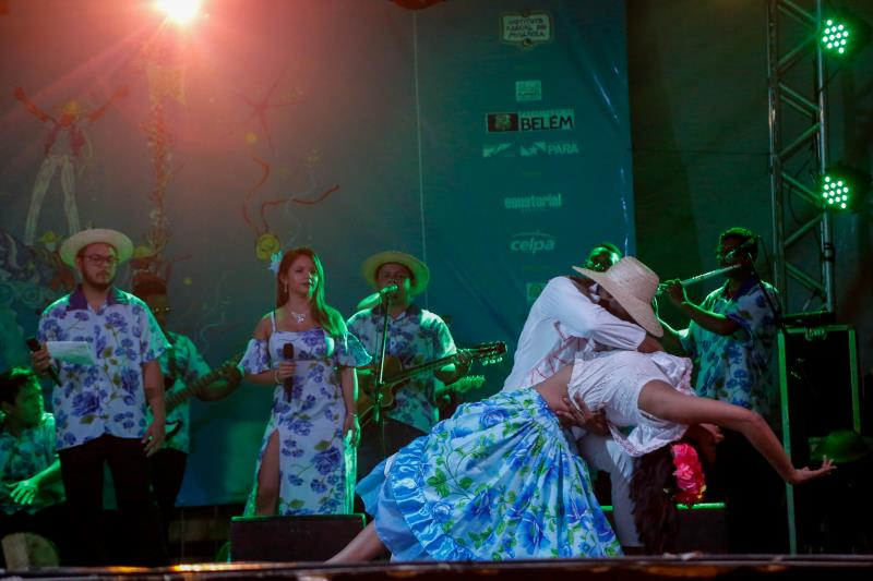 Atrações culturais subiram ao palco e sacudiram o público.
