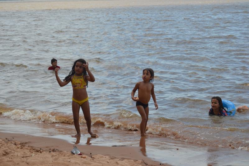 Muita diversão para a criançada com o Brinca Belém e praia liberada para banho. Verão de Todos 2019  da Prefeitura de Belém em Icoaraci.