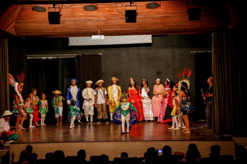 O espetáculo folclórico reuniu dança, música e resgatou a cultura do Pará.