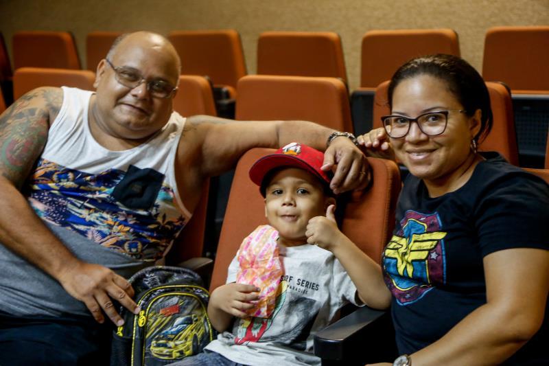 Emerson Penha, de 46 anos, fez questão de levar a família toda ao espetáculo,