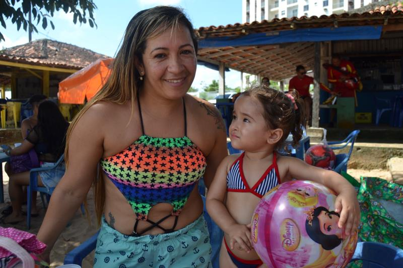 """""""A Prefeitura de Belém está de parabéns, fiquei muito surpresa com toda essa programação aqui na praia do Cruzeiro, anos que não vi algo assim por aqui"""" conta Daniele Cristina moradora do bairro da Pratinha."""