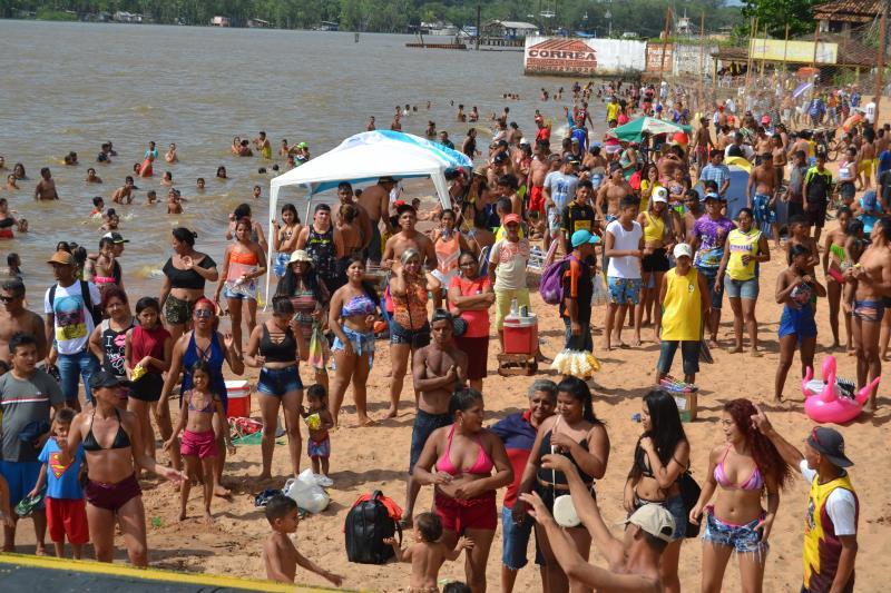 4 mil pessoas estiveram na praia do Cruzeiro segundo o corpo de bombeiro.