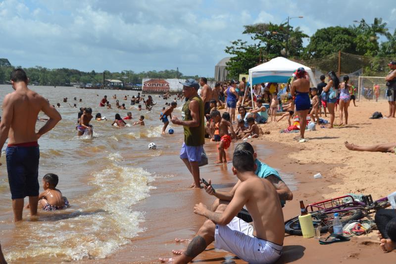 Com a aprovação no teste de balneabilidade, a praia do Cruzeiro foi totalmente liberada para banho, e os veranistas agradecem.