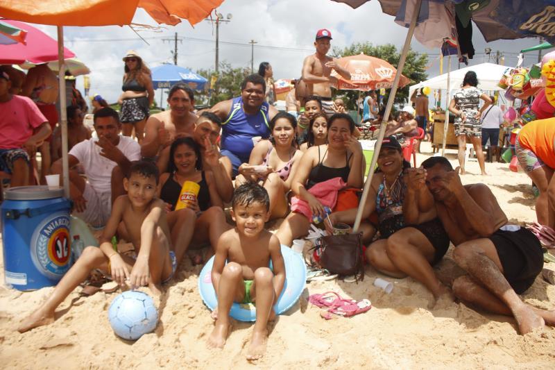 Aldo Costa, 40 anos, morador do bairro Pratinha, convidou a família para curtir a manhã de sol.