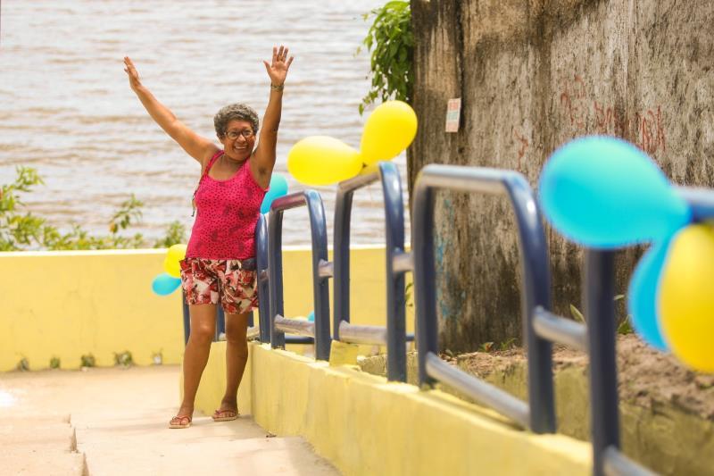 A aposentada Marlene Miranda, 62, celebrou a reforma na antiga escada.
