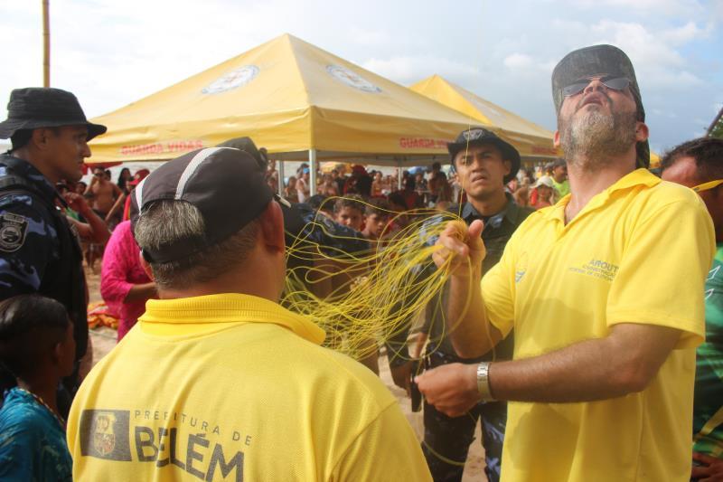 Equipe da fiscalização da Arout e agentes da Guarda Municipal recolhe linhas chilenas.