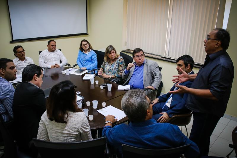 A reunião contou com a presença de especialistas na área de saneamento.