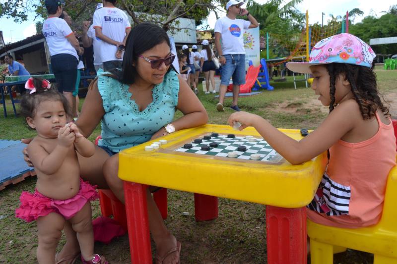 Jogo de damas foi uma das atividades que foram bem aproveitadas no domingo, 14