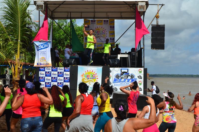 Muitas famílias chegaram cedo à praia do Cruzeiro, em Icoaraci, para garantir um bom lugar e prestigiar os shows na manhã do último domingo, dia 14