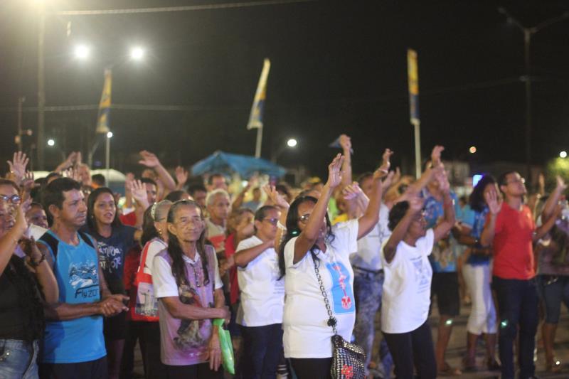 Um grande público compareceu às apresentações de louvores e fé, na noite de sábado, 27, na praia Grande,e m Outeiro