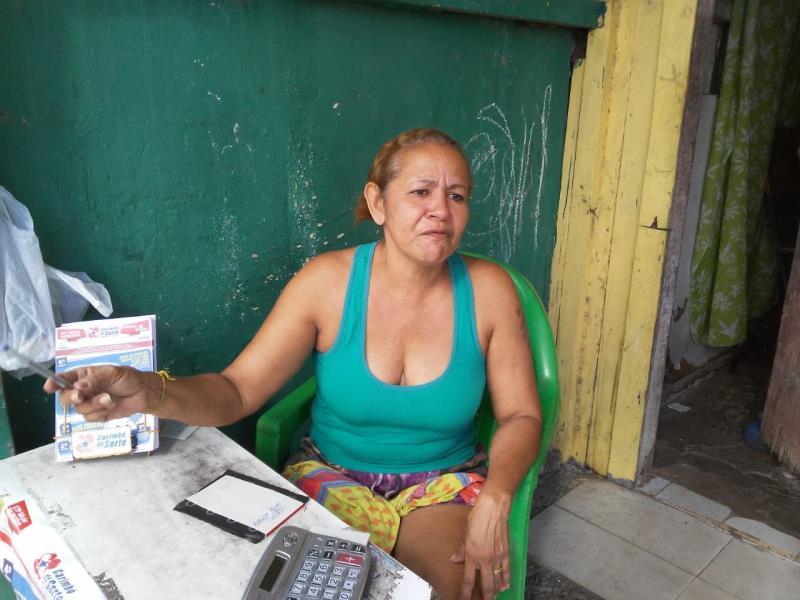Regina Oliveira, de 50 anos, nascida e criada na travessa Angustura, elogiou a sinalização da via