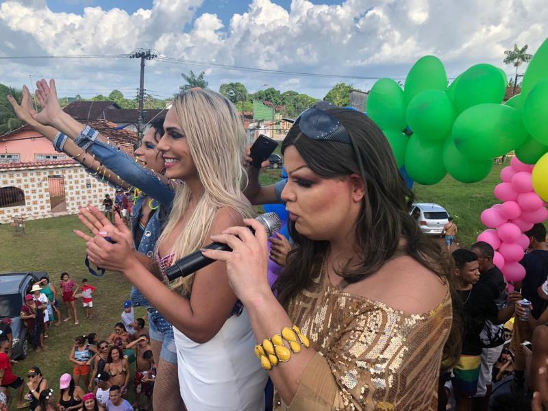 Bruna Lorrane, vice-presidente do Fórum Nacional de Gestores e Gestoras LGBTI (ao centro), disse que a ideia foi mostrar que a população LGBTI de Mosqueiro está organizada e em consonância com Belém
