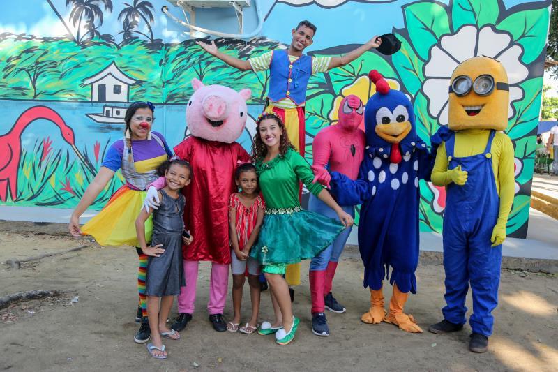 Personagens do mundo infantil fizeram a alegrias das crianças no retorno às aulas
