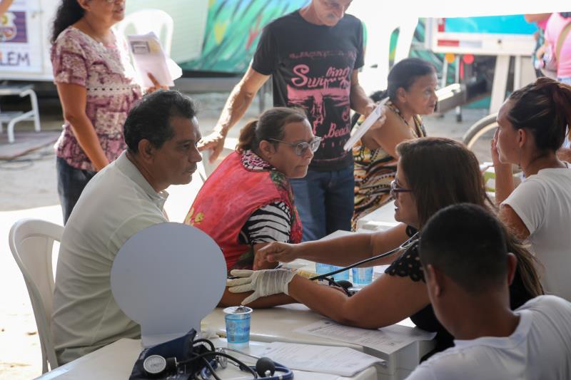Aferição de pressão arterial foi um dos serviços oferecidos no programa Prefeitura no Bairro