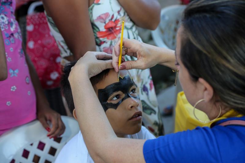 Pintura facial fez parte das atividades de boas vindas às crianças no retorno às aulas