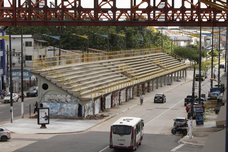 As arquibancadas de concreto no corredor principal dos desfiles foram totalmente reformadas