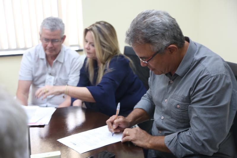 """O prefeito Zenaldo Coutinho disse que """"na avenida Augusto Montenegro, o serviço de asfaltamento diz respeito às laterais, o que marcará o final de um ciclo, após a conclusão dessas obras"""""""